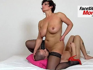 Amateur milf Marta stockings facesitting and cunt licking
